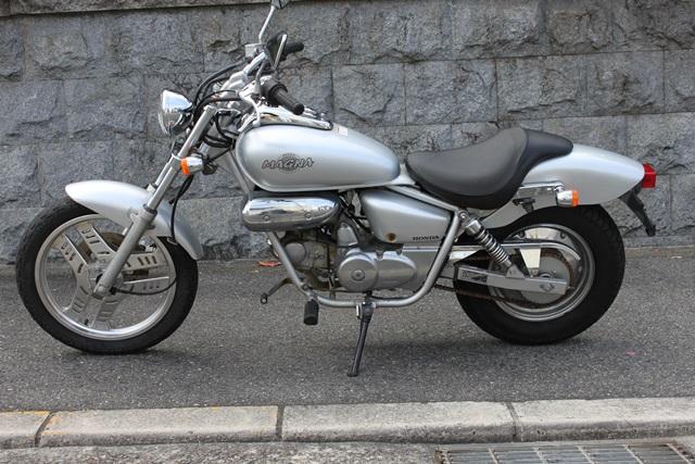 HONDA マグナ50